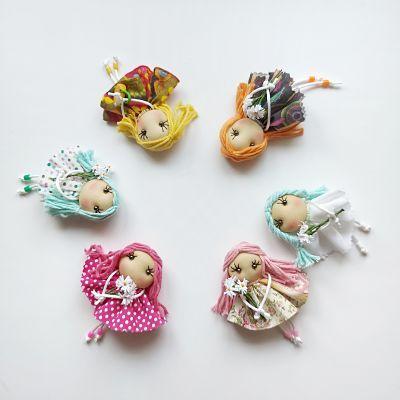 Broches muñecas de tela de colores