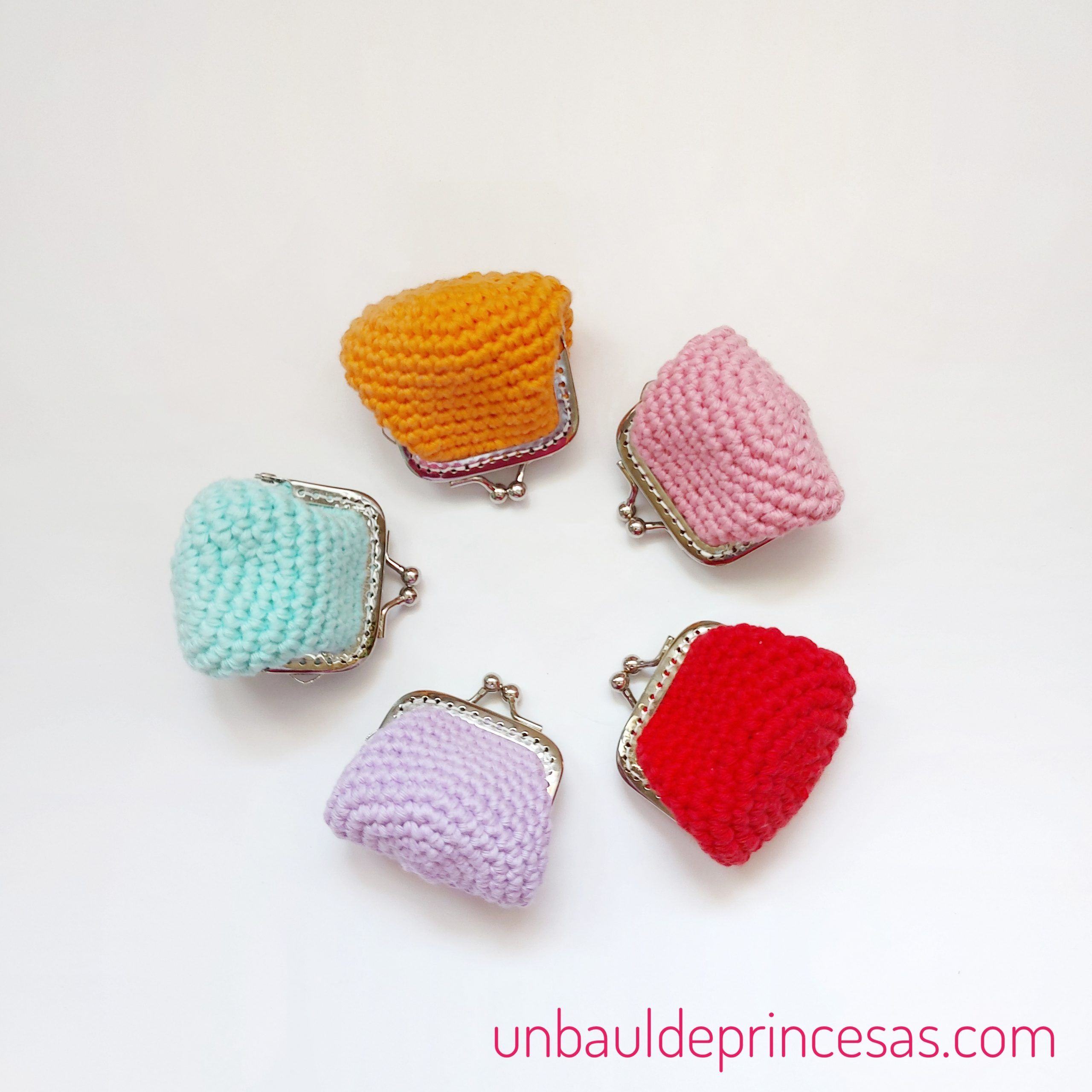 Monederos pequeños de colores a crochet