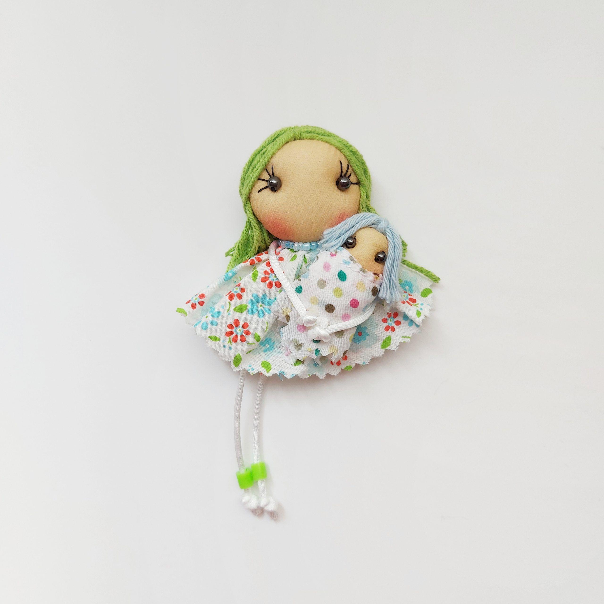 Broche muñeca con bebé