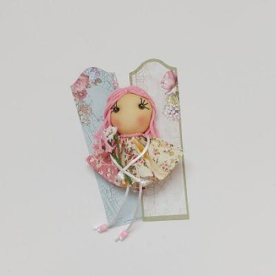 Broche muñeca de tela rosa